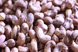 Which Cashew nut without skin and cashew nut with skin is better?